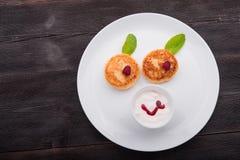 κόκκινο τηγανιτών εξοχικών σπιτιών τυριών καναπεδακιών ανασκόπησης Στοκ εικόνα με δικαίωμα ελεύθερης χρήσης
