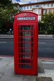 Κόκκινο τηλεφωνικό κιβώτιο του Λονδίνου Στοκ φωτογραφία με δικαίωμα ελεύθερης χρήσης