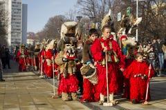 Κόκκινο της Βουλγαρίας παράδοσης Surva μίμων με προσωπείο Στοκ Φωτογραφίες