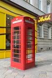 Κόκκινο τηλεφωνικό κιβώτιο Βιέννη Στοκ Εικόνες