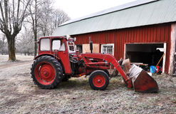 κόκκινο τρακτέρ Στοκ Εικόνες