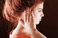 κόκκινο τριχώματος κοριτσιών Στοκ εικόνα με δικαίωμα ελεύθερης χρήσης