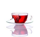 Κόκκινο τσάι φλυτζανιών στο λευκό Στοκ Εικόνες