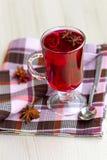 Κόκκινο τσάι (karkade) με το anisetree Στοκ φωτογραφία με δικαίωμα ελεύθερης χρήσης