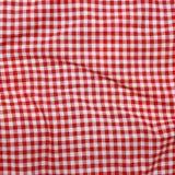 Κόκκινο τσαλακωμένο λινό τραπεζομάντιλο. Στοκ φωτογραφία με δικαίωμα ελεύθερης χρήσης