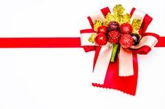 Κόκκινο τόξο και κόκκινη κορδέλλα με το λευκό Στοκ Φωτογραφία