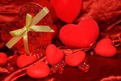 Κόκκινο υπόβαθρο βαλεντίνων καρδιών στοκ εικόνες