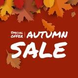 Κόκκινο υπόβαθρο εποχής φθινοπώρου προώθησης εμβλημάτων πώλησης με τα μειωμένα φύλλα και το κείμενο Στοκ φωτογραφία με δικαίωμα ελεύθερης χρήσης