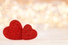 Κόκκινο υπόβαθρο καρδιών bokeh, ευχετήρια κάρτα ημέρας βαλεντίνων στοκ φωτογραφία με δικαίωμα ελεύθερης χρήσης