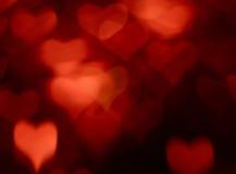 Κόκκινο υπόβαθρο καρδιών θαμπάδων Στοκ εικόνες με δικαίωμα ελεύθερης χρήσης
