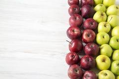 Κόκκινο υπόβαθρο μήλων μήλων πράσινο Στοκ εικόνα με δικαίωμα ελεύθερης χρήσης