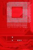 Κόκκινο υπόβαθρο σύστασης πινάκων κυκλωμάτων της μητρικής κάρτας υπολογιστών Στοκ Εικόνα
