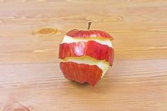 κόκκινο φλούδας μήλων Στοκ φωτογραφία με δικαίωμα ελεύθερης χρήσης