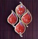 Κόκκινο φύλλων σύνολο φλυτζανιών μορφής κεραμικό Στοκ Εικόνα