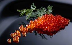 Κόκκινο χαβιάρι με τον άνηθο στοκ φωτογραφία