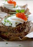 Κόκκινο χαβιάρι με το wholemeal ψωμί Στοκ Εικόνες
