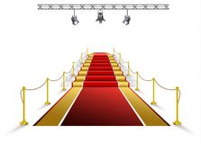 Κόκκινο χαλί για τα βραβεία και τις τελετές στον προβολέα στοκ φωτογραφία με δικαίωμα ελεύθερης χρήσης