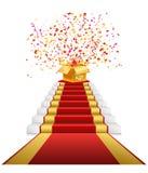 Κόκκινο χαλί, χρυσό κιβώτιο δώρων με το κομφετί στοκ φωτογραφία με δικαίωμα ελεύθερης χρήσης