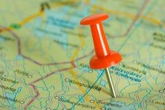 κόκκινο χαρτών pushpin Στοκ Φωτογραφία