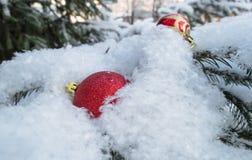κόκκινο χιόνι Χριστουγένν&om Στοκ φωτογραφία με δικαίωμα ελεύθερης χρήσης