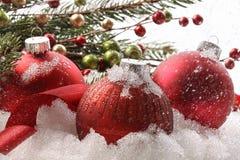 κόκκινο χιόνι Χριστουγένν&om Στοκ εικόνα με δικαίωμα ελεύθερης χρήσης