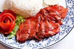 κόκκινο χοιρινό κρέας με το ρύζι στοκ εικόνες