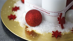 κόκκινο Χριστουγέννων κεριών σφαιρών Στοκ εικόνες με δικαίωμα ελεύθερης χρήσης