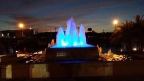 κόκκινο ύδωρ ακτίνων νύχτας πηγών ελαφρύ στοκ εικόνες με δικαίωμα ελεύθερης χρήσης