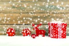 Κόκκινο δώρο για τα Χριστούγεννα Στοκ Εικόνες