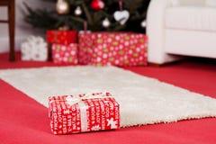 Κόκκινο δώρο Χριστουγέννων Στοκ φωτογραφία με δικαίωμα ελεύθερης χρήσης
