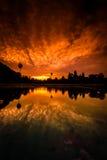 Κόκκινο Angkor Wat Dawn Sunrise από τη λίμνη αντανάκλασης Στοκ φωτογραφία με δικαίωμα ελεύθερης χρήσης