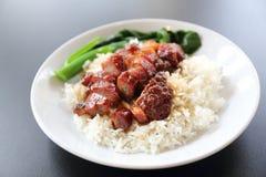 Κόκκινο bbq χοιρινό κρέας με το ρύζι στοκ φωτογραφία