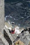 Κόκκινο cableway που ανέρχεται στην κορυφή σε υψηλό Tatras Στοκ Φωτογραφίες