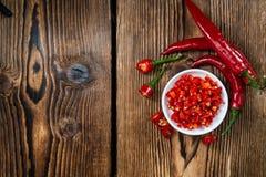 Κόκκινο Chilis σε ένα κύπελλο () Στοκ εικόνες με δικαίωμα ελεύθερης χρήσης
