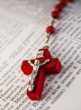 Κόκκινο crucifix στοκ εικόνες με δικαίωμα ελεύθερης χρήσης