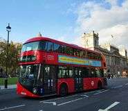 Κόκκινο duble λεωφορείο καταστρωμάτων στο Λονδίνο Στοκ Εικόνες
