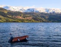 Κόκκινο motorboat στοκ εικόνα