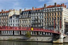 κόκκινο sa ΝΕ της Λυών γεφ&upsilon Στοκ Φωτογραφίες