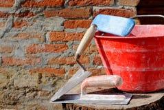 κόκκινο spatula κάδων trowel Στοκ φωτογραφίες με δικαίωμα ελεύθερης χρήσης