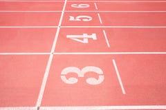 κόκκινο treadmill σταδίων Στοκ φωτογραφία με δικαίωμα ελεύθερης χρήσης