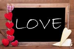 Κόκκινων και κίτρινων καρδιές Chalkbord, αγάπη κειμένων Στοκ εικόνα με δικαίωμα ελεύθερης χρήσης