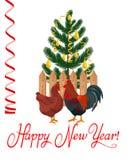 Κόκκορας και κοτόπουλο σε ένα υπόβαθρο του χριστουγεννιάτικου δέντρου Στοκ Εικόνα
