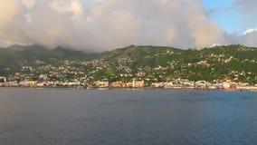 Κόλπος, ακτή, πόλη και βουνά Kingstown, Άγιος Vincent και Γρεναδίνες απόθεμα βίντεο