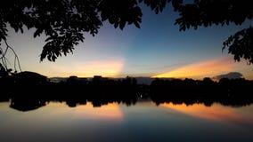κόλπος ελαφριά Πετρούπολη ST της Φινλανδίας βραδιού ακτών Στοκ Εικόνα