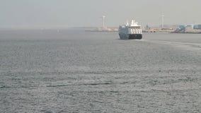 Κόλπος θάλασσας και σκάφος της γραμμής κρουαζιέρας Κοπεγχάγη Δανία απόθεμα βίντεο