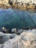 Κόλπος, Μεσόγειος με τα μικρά καβούρια στοκ φωτογραφία