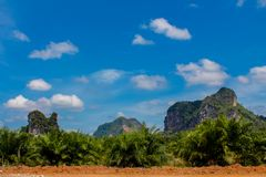 Κόλπος νησιών ασβεστόλιθων σε Krabi AO Nang και Phi Phi, Ταϊλάνδη Στοκ φωτογραφία με δικαίωμα ελεύθερης χρήσης
