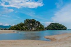 Κόλπος νησιών ασβεστόλιθων σε Krabi AO Nang και Phi Phi, Ταϊλάνδη Στοκ φωτογραφίες με δικαίωμα ελεύθερης χρήσης