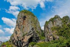 Κόλπος νησιών ασβεστόλιθων σε Krabi AO Nang και Phi Phi, Ταϊλάνδη Στοκ εικόνες με δικαίωμα ελεύθερης χρήσης