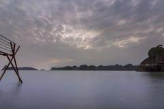 Κόλπος του τοπικού LAN εκτάριο σεναρίου παραλιών νησιών σούρουπου, προορισμός ορόσημων, νησιά BA γατών, Βιετνάμ στοκ εικόνες